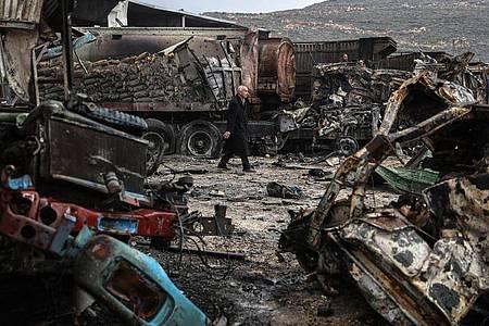 Zerstörung nach einem Luftangriff im syrischen Gebiet Idlib. (Symbolbild). Foto: Anas Alkharboutli/dpa