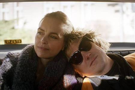 Lars Eidinger als Sven und Nina Hoss als Lisa in «Schwesterlein».. Foto: -/Weltkino Filmverleih/dpa