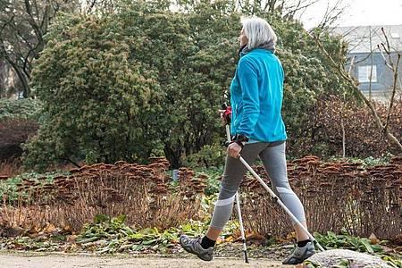 Auf geht`s: Es nie zu spät, um Fitnessroutinen zu entwickeln. Foto: Christin Klose/dpa-tmn