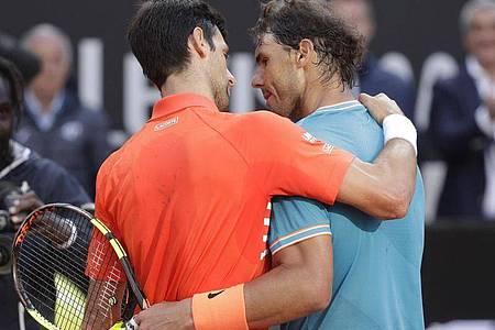 Im Herren-Endspiel der French Open stehen sich der Weltranglisten-Erste Novak Djokovic und der Roland Garros-Titelverteidiger Rafael Nadal gegenüber. Foto: Gregorio Borgia/AP/dpa