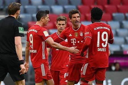Thomas Müller (M) stand bei den Bayern gleich wieder im Mittelpunkt. Foto: Sven Hoppe/dpa