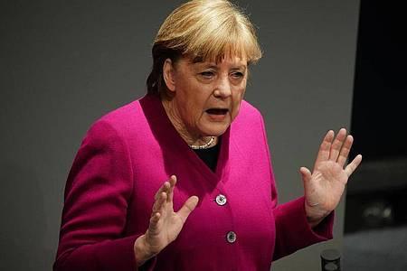 Bundeskanzlerin Angela Merkel gibt im Bundestag eine Regierungserklärung zur Corona-Pandemie ab. Foto: Michael Kappeler/dpa
