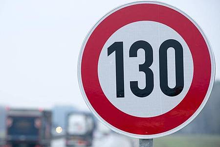An der Autobahn A24 in der Nähe von Suckow herrscht bereits 130. Foto: Jens Büttner/dpa-Zentralbild/dpa