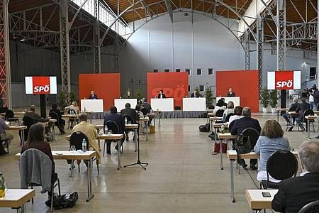 Der Bundesparteivorstand der SPÖ nimmt an einer Pressekonferenz zum Thema «Ergebnis der SPÖ-Mitgliederbefragung» teil. Foto: Hans Punz/APA/dpa