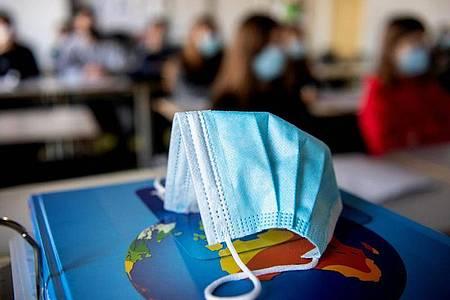 Wenn in einigen Bundesländern die Schulen schrittweise wieder öffnen, besteht für die Schülerinnen und Schüler zum Schutz vor dem Coronavirus oft auch Maskenpflicht. Foto: Matthias Balk/dpa/dpa-tmn