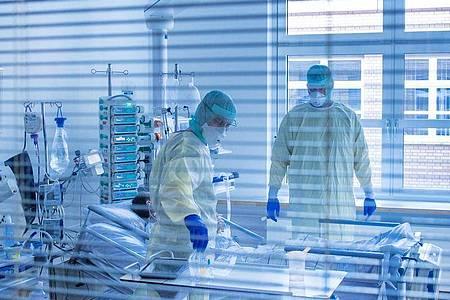 «Niemand baut Betten ab, aber wir haben einfach nicht das Personal, um sie zu betreiben», erklärt die Deutsche Interdisziplinäre Vereinigung für Intensiv- und Notfallmedizin. Foto: Jens Büttner/dpa-Zentralbild/dpa