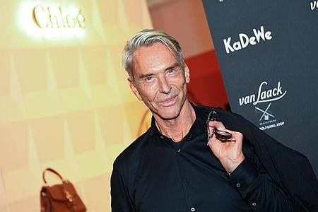 Wolfgang Joop auf dem Weg zu seiner Show im KaDeWe. Foto: Monika Skolimowska