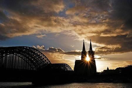 Papst Franziskus hat eine Überprüfung des Erzbistums Köln von Kardinal Woelki angeordnet. Foto: Oliver Berg/dpa