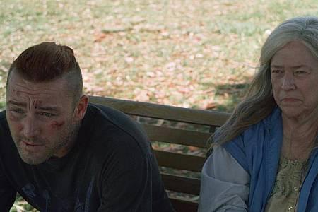 Haben sich Marvin (Jake McLaughlin ) und seine Mutter Bernadette (Kathy Bates) noch etwas zu sagen?. Foto: Weltkino Filmverleih/dpa