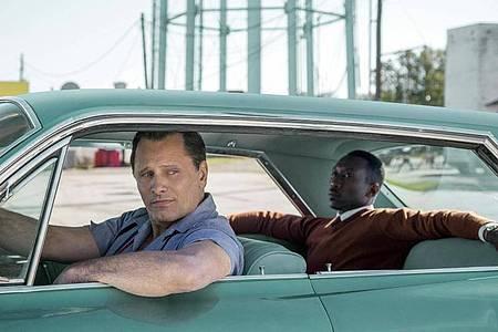 Tony «The Lip» Vallelonga (Viggo Mortensen) ist in «Green Book» der Chauffeur des Jazz-Musikers Don Shirley (Mahershala Ali). Foto: Patti Perret/Universal Pictures/dpa