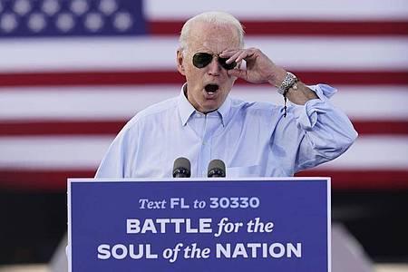 Herausforderer Joe Biden greift auf einer Wahlkampfkundgebung US-Präsidenten Donald Trump an. Foto: Andrew Harnik/AP/dpa