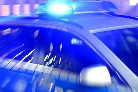 Die Polizei hat im Sauerland eine illegale Corona-Party aufgelöst. Foto: Carsten Rehder/dpa