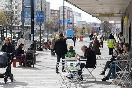 Das öffentliche Leben inSchweden - hier eine Aufnahme aus Stockholm vom 20. April - war und ist vergleichsweise wenig eingeschränkt. Foto: Ali Lorestani/TT News Agency/AP/dpa