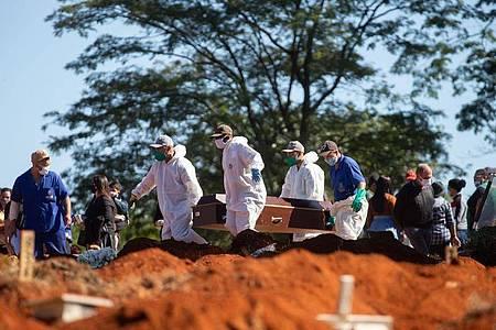 Brasilien hat die Marke von einer Million Infizierten durchbrochen. Foto: Paulo Lopes/ZUMA Wire/dpa