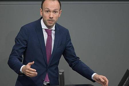 Nikolas Löbel (CDU) spricht bei der Plenarsitzung des Deutschen Bundestages. Foto: Jörg Carstensen/dpa
