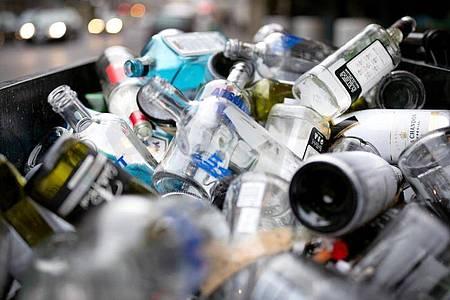 Der Alkoholkonsum ist bei rund einem Drittel der Erwachsenen in Deutschland seit der Coronakrise gestiegen. Foto: Martin Gerten/dpa