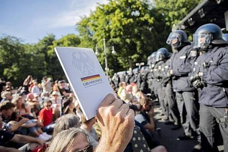 Bei der Demonstration in Berlin gab es massenhafte Verstöße gegen die Corona-Auflagen. Foto: Christoph Soeder/dpa