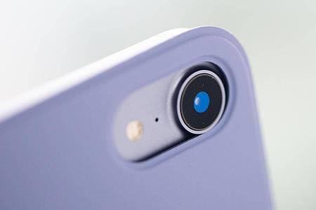 Die neue Weitwinkelkamera schießt schöne Bilder, reicht an die Leistung der Kameras in den neuen iPhones aber nicht heran. Foto: Franziska Gabbert/dpa-tmn