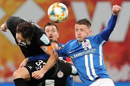 Auch die 3. Liga soll nach der Corona-Pause wieder fortgesetzt werden. Foto: Bernd Wüstneck/dpa-Zentralbild/dpa