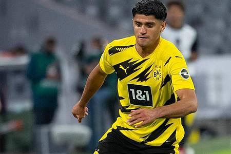 Darf auf seinen ersten Einsatz in der deutschen Fußball-Nationalmannschaft hoffen: Mahmoud Dahoud vom BVB spielt den Ball. Foto: Sven Hoppe/dpa