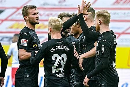 Trotz Rückstand konnte der VfL Osnabrück drei Punkte in Regensburg bejubeln. Foto: Armin Weigel/dpa
