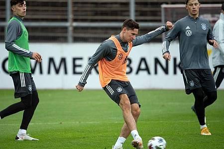 Julian Draxler beim Training des DFB-Teams in Köln. Foto: Federico Gambarini/dpa