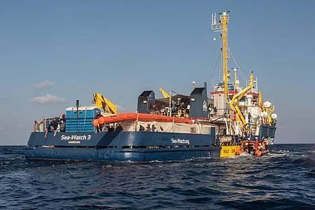 Das Schiff «Sea-Watch 3» im Einsatz auf dem Mittelmeer. Foto: Selene Magnolia/Sea-Watch/dpa