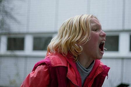 Benni (Helena Zengel) rastet aus. Foto: Peter Hartwig/ZDF/dpa