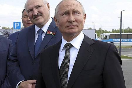 Der belarussische Präsident Alexander Lukaschenko kommt nach Angaben des Kreml an diesem Montag für ein Krisengespräch zu Russlands Staatschef Wladimir Putin nach Moskau. Foto: Mikhail Klimentyev/Pool Sputnik Kremlin/AP/dpa