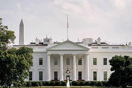 Das Weiße Haus in Washington. Medienberichten zufolge wurde ein Umschlag mit dem Gift Rizin von Mitarbeitern des Weißen Haus abgefangen. Foto: Andrew Harnik/AP/dpa