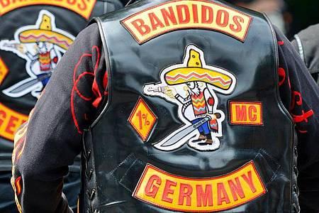 Mitglieder des Motorradclubs «Bandidos» in ihren berühmt-berüchtigten Kutten. Foto: Marius Becker/dpa