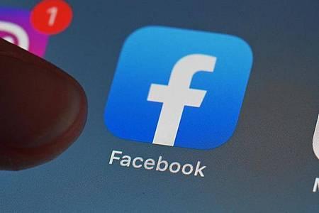 Facebook-Mitglieder können ihre Fotos und Videos neuerdings auch automatisch in ihrem Dropbox-Speicher sichern. (Symbolbild). Foto: Uli Deck/dpa