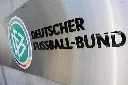 Wegen des Verdachts der Steuerhinterziehung wurden die Geschäftsräume des Deutschen Fußball-Bundes (DFB) sowie Privatwohnungen von DFB-Verantwortlichen durchsucht. Foto: Arne Dedert/dpa