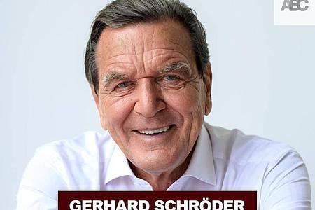 Gerhard Schröder (SPD), Altbundeskanzler, abgebildet mit dem Titel seines Podcasts, «Gerhard Schröder - Die Agenda». Foto: ---/a-b-c-communications/dpa