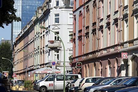 Eine Häuserzeile im hessischen Nordend. Foto: Frank Rumpenhorst/dpa