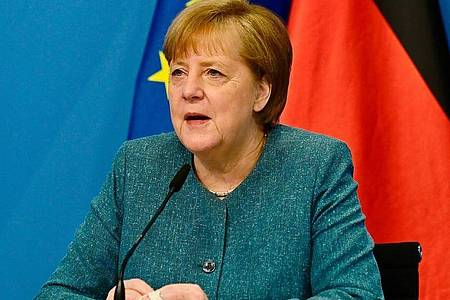 Ist zuversichtlich, dass der Biontech-Impfstoff bald auch für Kinder und Jugendliche zugelassen wird: Bundeskanzlerin Angela Merkel. Foto: Tobias Schwarz/AFP Pool/dpa