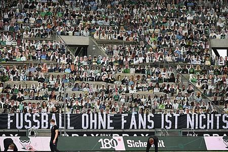 Das öffentliche Meinungsbild zur Rückkehr von Fußball-Fans in die Bundesliga-Stadien ist gespalten. Foto: Federico Gambarini/dpa-Pool/dpa