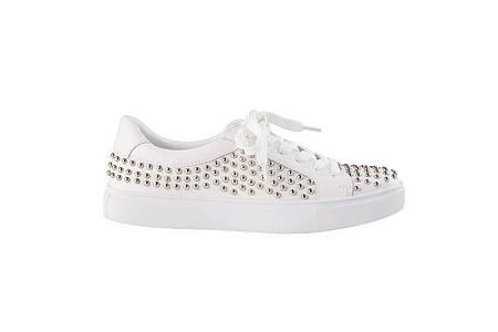 Sie bleiben der Dauerbrenner: Sneaker. Hier ein Beispiel von Sofie Schnoor (ca. 110 Euro). Foto: Sofie Schnoor/dpa-tmn