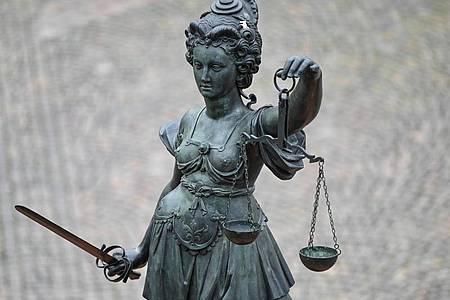 Das Berliner Landgericht hat einen Mann wegen mehrerer Vergewaltigungen zu einer hohen Gefängnisstrafe verurteilt. Die Tatserie hatte im RaumBerlin/Brandenburg große Besorgnis ausgelöst. (Symbolbild). Foto: Arne Dedert/dpa
