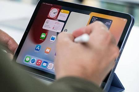 Das iPad mini hat nun eine neue Form mit größerem Bildschirm. Der Apple Pencil wird auch unterstützt. Foto: Franziska Gabbert/dpa-tmn