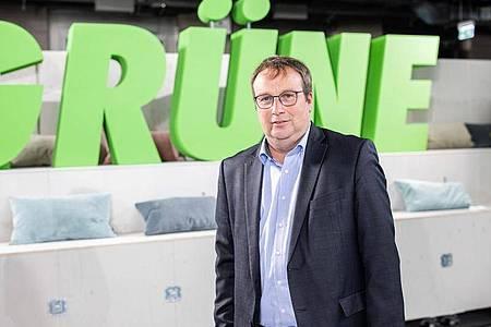 Der Grünen-Fraktionsvize Oliver Krischer verlangt von der Bundesregierung, die Investitionen in den Klimaschutz zu erhöhen. Foto: Marcel Kusch/dpa