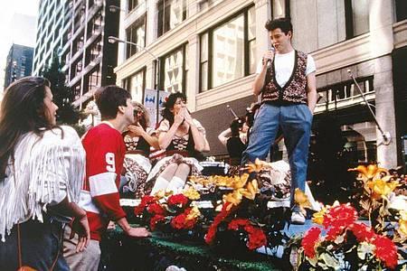 """Ferris Bueller (Matthew Broderick) in einer Szene aus """"Ferris macht blau"""". Foto: -/Paramount Pictures/dpa"""