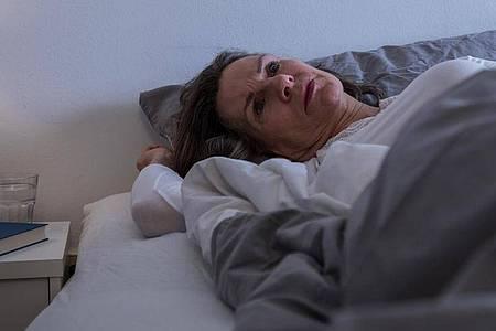 Manche Diabetessymptome können einen um den erholsamen Schlaf bringen. Eine Anpassung der Diabetestherapie kann hier helfen. Foto: Christin Klose/dpa-tmn