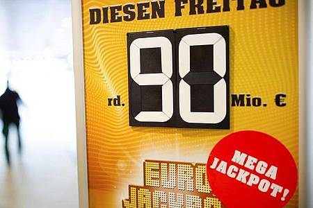 Ein Tipper aus Bayern hat den mit 90 Millionen Euro gefüllten Eurojackpot geknackt. Foto: Martin Gerten/dpa