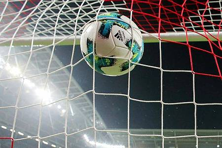 Der Ball soll in der zweiten Maihälfte wieder rollen. Foto: Jan Woitas/dpa-Zentralbild/dpa