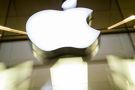 Die EU-Kommission will eine Entscheidung um Milliarden schweren Steuernachforderungen gegen Apple erneut prüfen lassen. Foto: picture alliance / Peter Kneffel/dpa