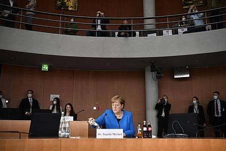 Bundeskanzlerin Angela Merkel (CDU) sitzt vor dem Wirecard-Untersuchungsausschuss. Foto: John Macdougall/AFP-Pool/dpa