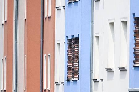 Blick auf Mehrfamilienhäuser in der Innenstadt von Braunschweig. Foto: Julian Stratenschulte/dpa