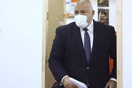 Ministerpräsident Boiko Borissow in einem Wahllokal in Bankja. Foto: -/GERB Party/AP/dpa