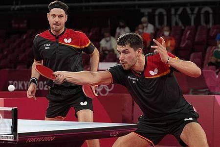 Deutschlands Doppel mit Patrick Franziska (r) und Timo Boll. Foto: Vincent Thian/AP/dpa